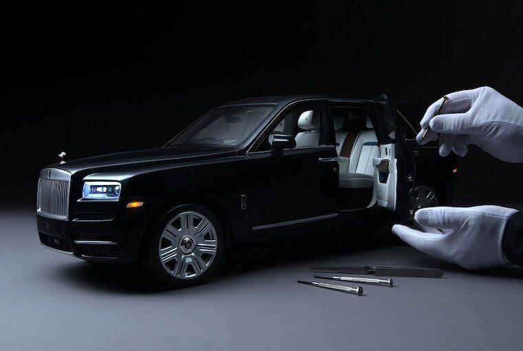 1:8 Rolls-Royce Cullinan model araba